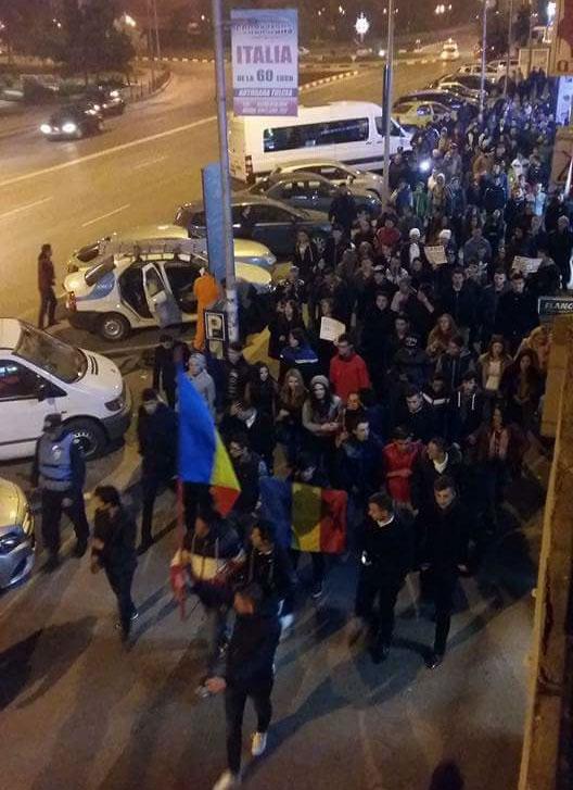Aproximativ 150 de tulceni au protestat, miercuri seara, pe străzile municipiului