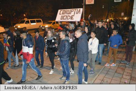 Contre între mai mulţi tineri şi jandarmi, venimente contestate în Piaţa Civică
