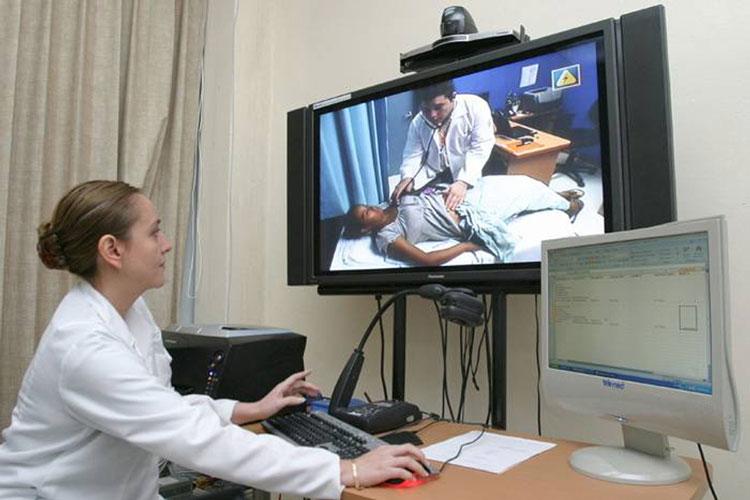 Telemedicina, încă un pas: medicii de familie din mediul rural primesc aparatura medicală