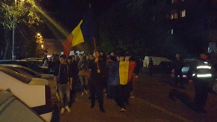 Joi seară, Tulcenii au continuat să protesteze împotriva corupţiei generalizate