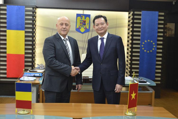 Consiliul Judeţean Tulcea-gazda unei delegaţii a Provinciei Ben Tre (Vietnam)