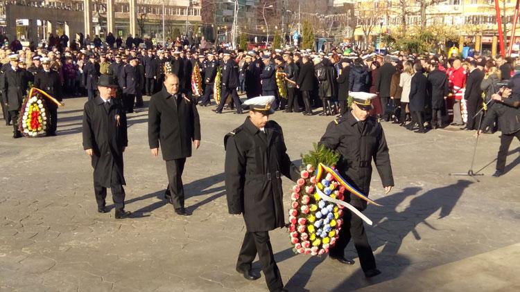 Cu mic, cu mare, tulcenii şi-au onorat ţara în Piaţa Civică