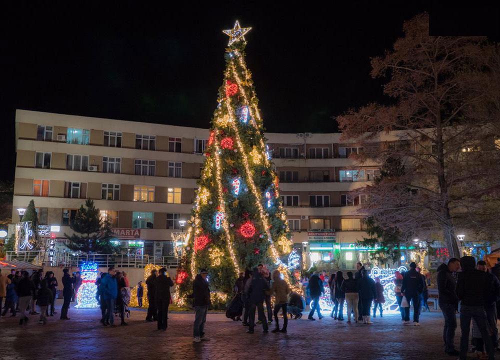 Luminile de Crăciun din centrul municipiului, bucuria copiilor tulceni!