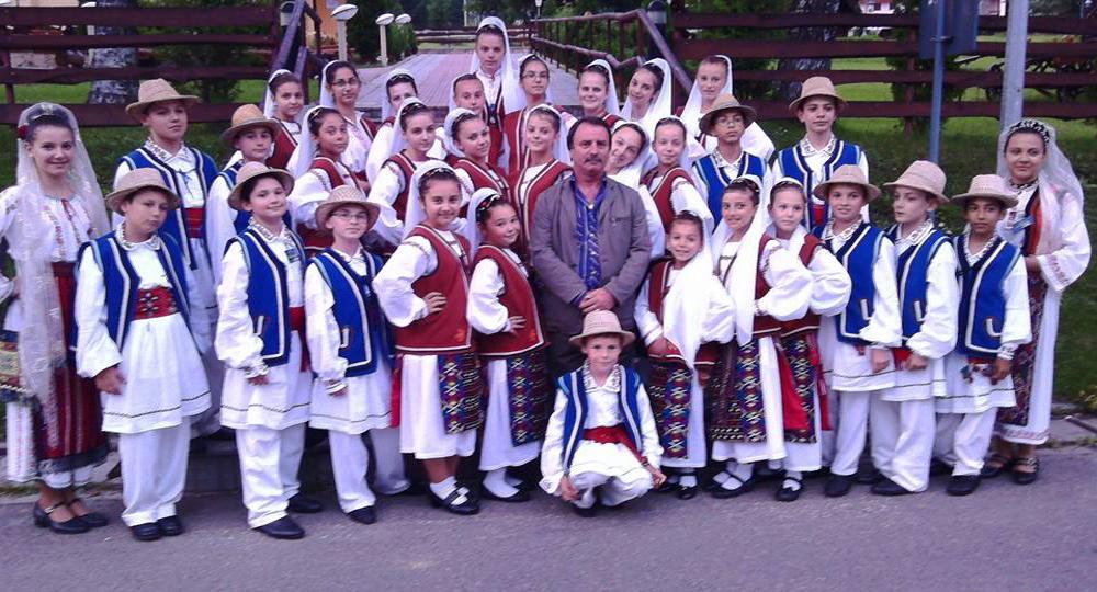 """Micuţii artişti de la """"Doruleţul"""" îşi serbează ziua cu multe colinde, datini şi obiceiuri"""