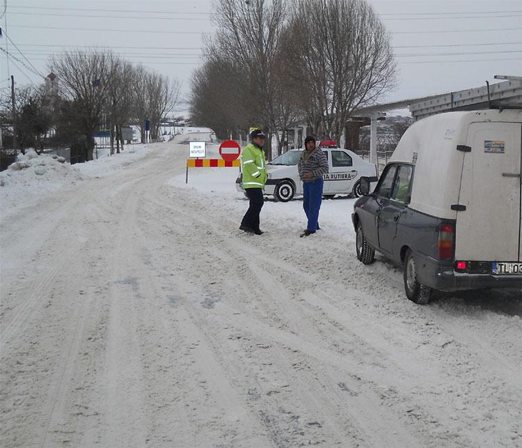 Poliţia are ordin să monitorizeze modul de derulare a contractelor de deszăpezire