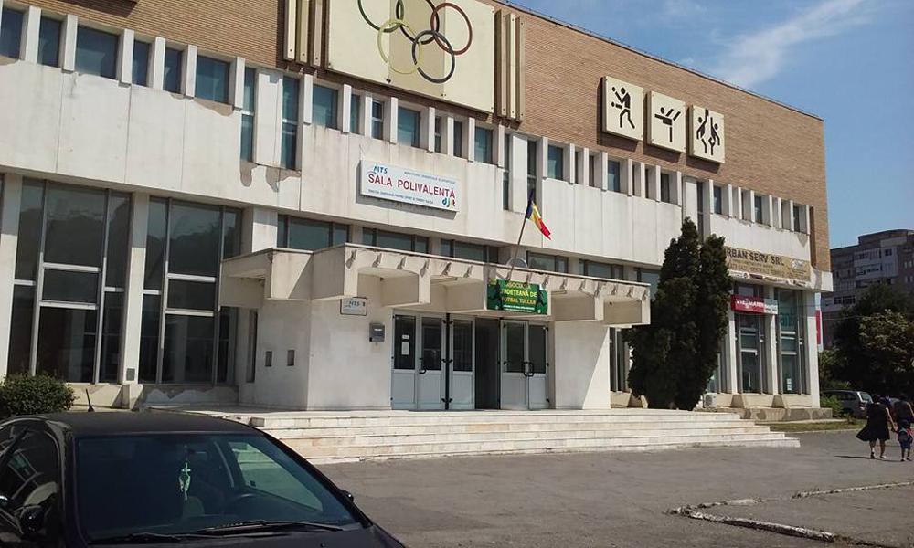 """După două luni petrecute """"sub umbrela"""" AZL Sulina, Sala Polivalentă se întoarce la Consiliul Judeţean"""