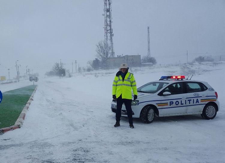 Peste 150 de poliţişti, la datorie pe şoselele judeţului