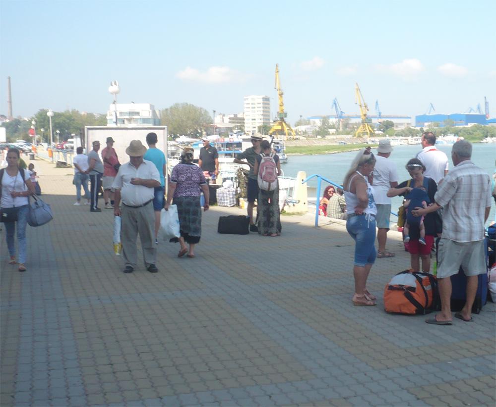 Premierul Dacian Cioloş, solicitat să spargă baroniada transportului subvenţionat din Delta Dunării
