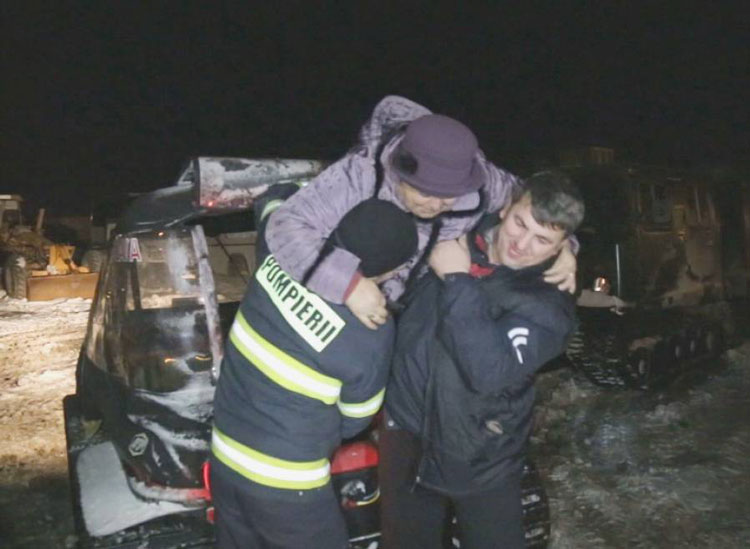 Salvatorii tulceni, la datorie: intervenţii cu elicopterul şi o şenilată pusă la dispoziţie de ISU Suceava