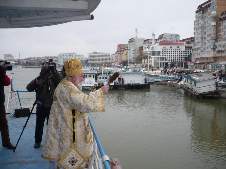 Slujba de Bobotează, săvârşită anul acesta pe nava Mirceşti