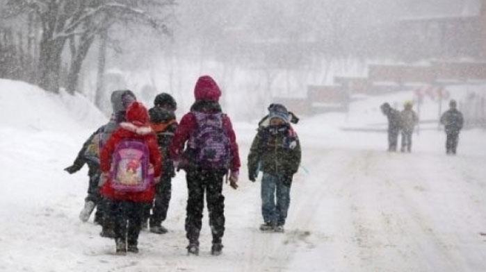Viscolul a închis şcolile