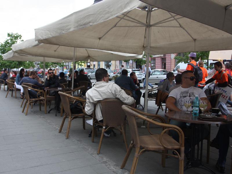 Barurile, restaurantele şi terasele din municipiu, mai uşor de închis