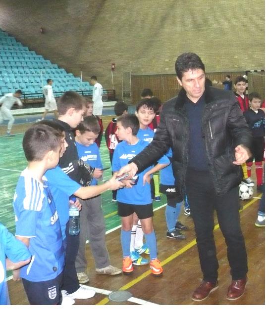 Cupa Hagi, competiţie de fotbal pentru copii la Polivalentă