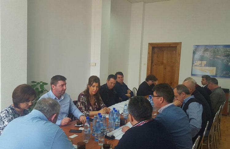 Industria hotelieră cere amânarea licitaţiei pentru fronturile de acostare din Portul Tulcea