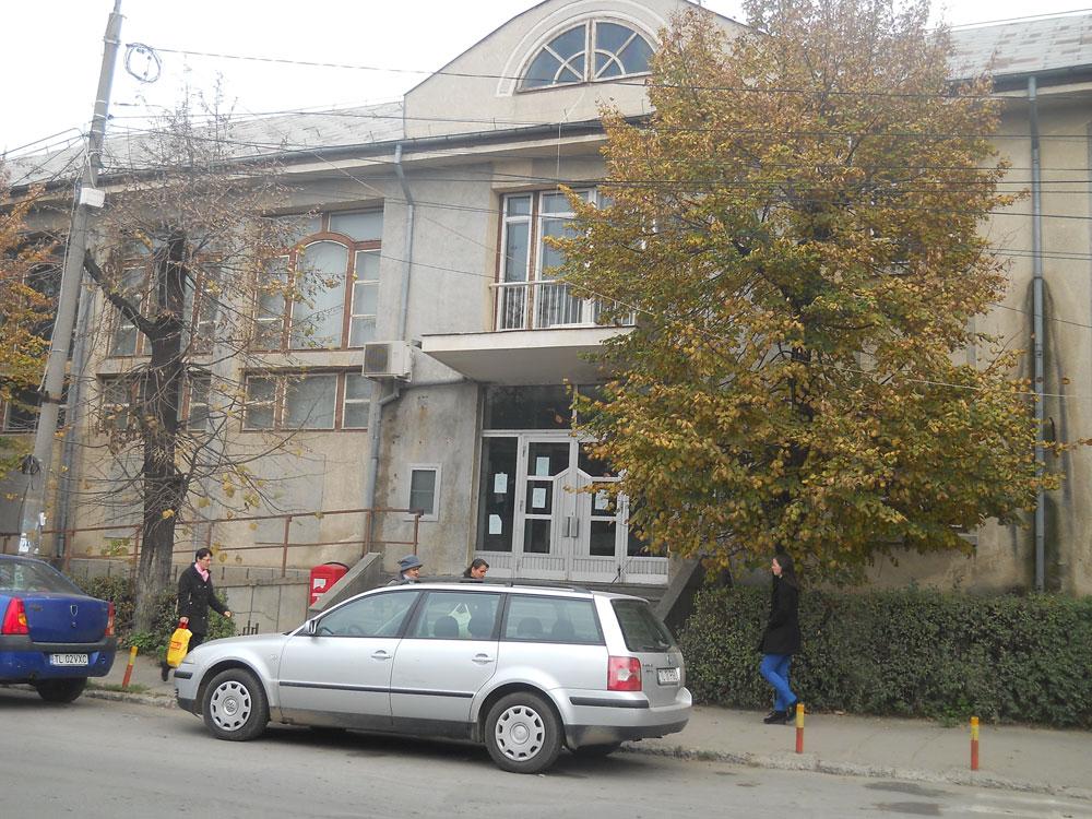 Posibil pericol de prăbuşire: Primăria Municipiului Tulcea expertizează tehnic fostul sediu al tribunalului