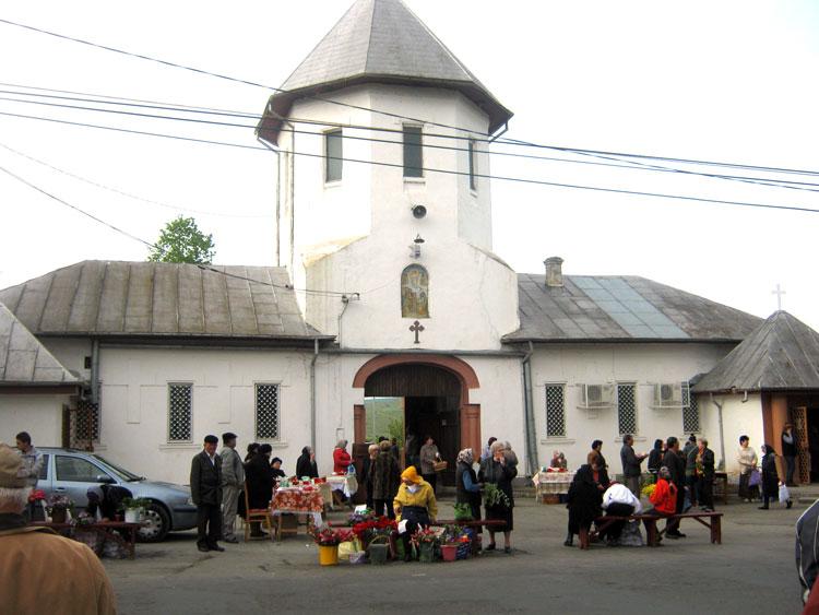 Tarifele şi taxele de la cimitirele din municipiu, actualizate