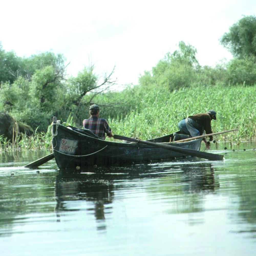 ANPA le-a dublat tarifele pe licenţele de pescuit şi a inventat şi taxe noi