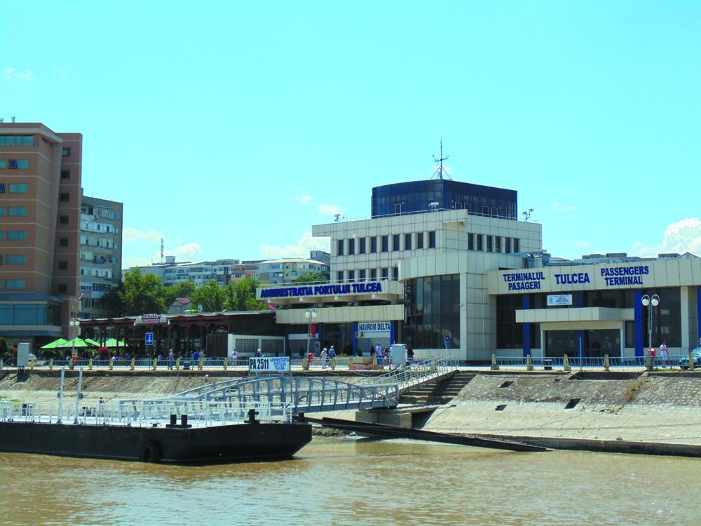 APDM Galaţi vrea evacuarea pontoanelor şi bărcilor care nu sunt utilizate în scop turistic din Portul Tulcea