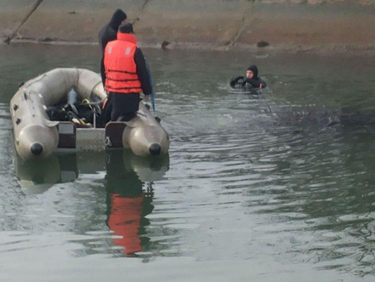 Bărbat decedat după ce a plonjat cu maşina într-un lac de lângă Turcoaia!