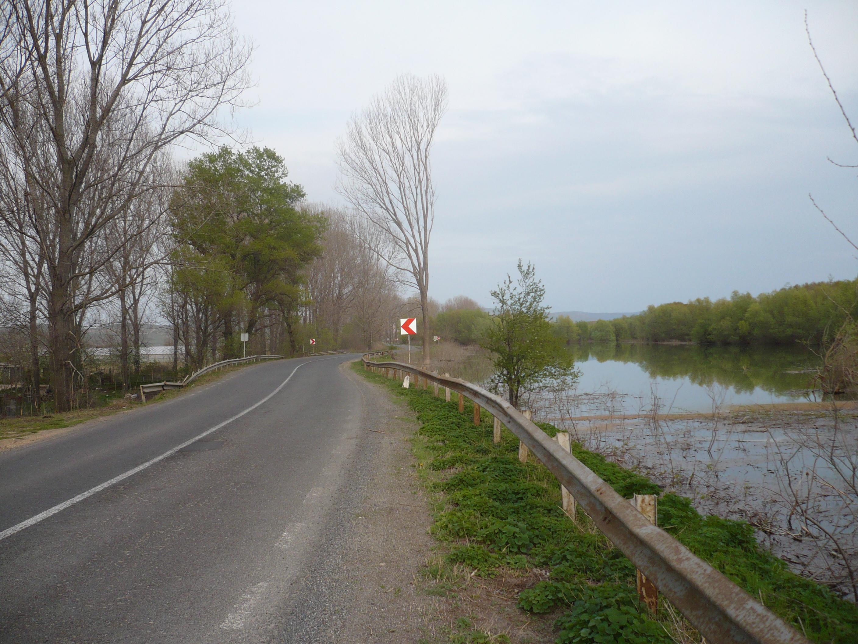 Circulaţie restricţionată pe mai multe drumuri din judeţ