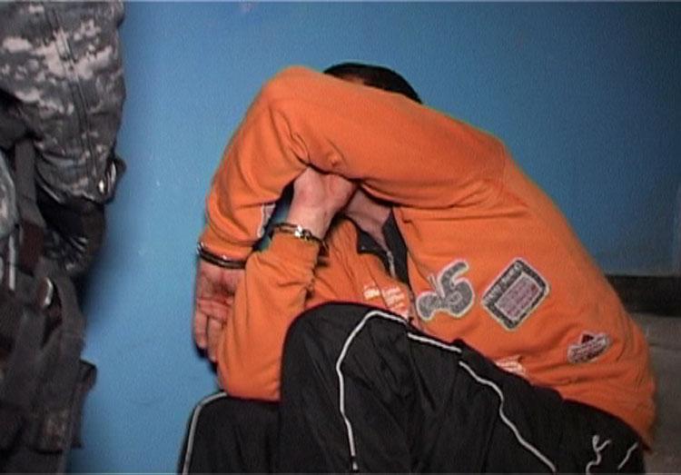 De la o ţigară, la crimă: şi-a ucis tatăl vitreg aruncându-i în cap un cuptor cu microunde!