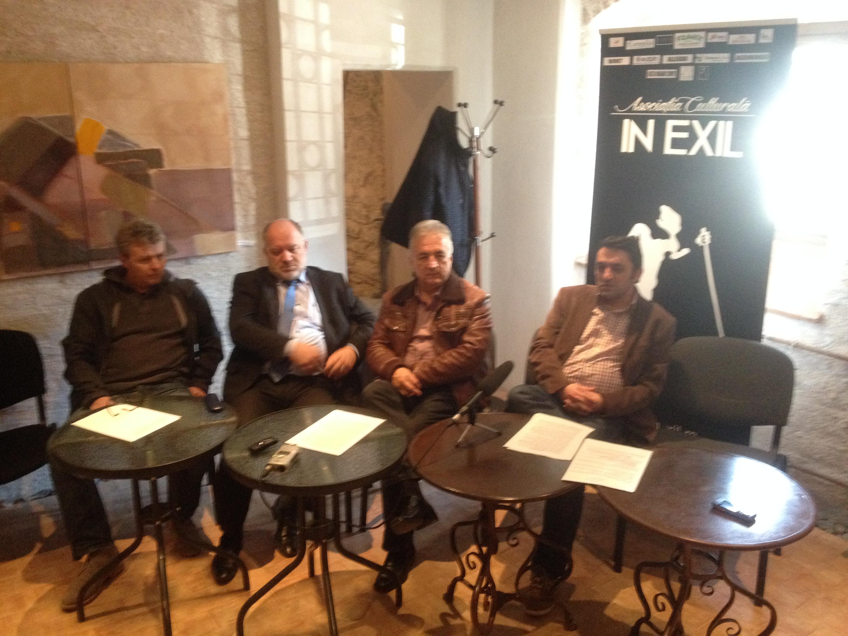 """Poezia, promovată pe străzile municipiului de membrii Asociaţiei Culturale """"în Exil"""""""