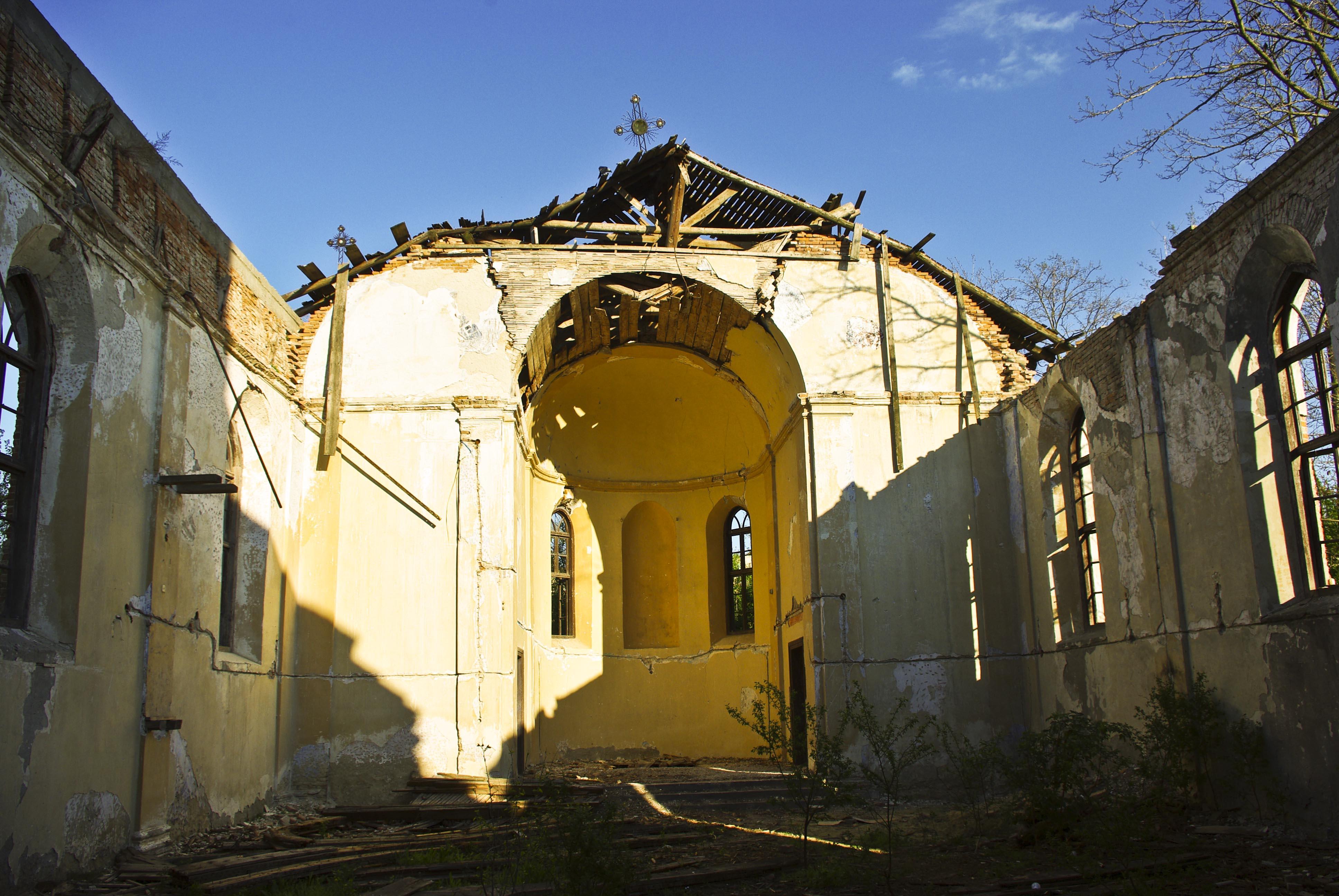 Sfântul lăcaş de închinăciune al coloniştilor germani din Malcoci, distrus de timp şi nepăsarea autorităţilor