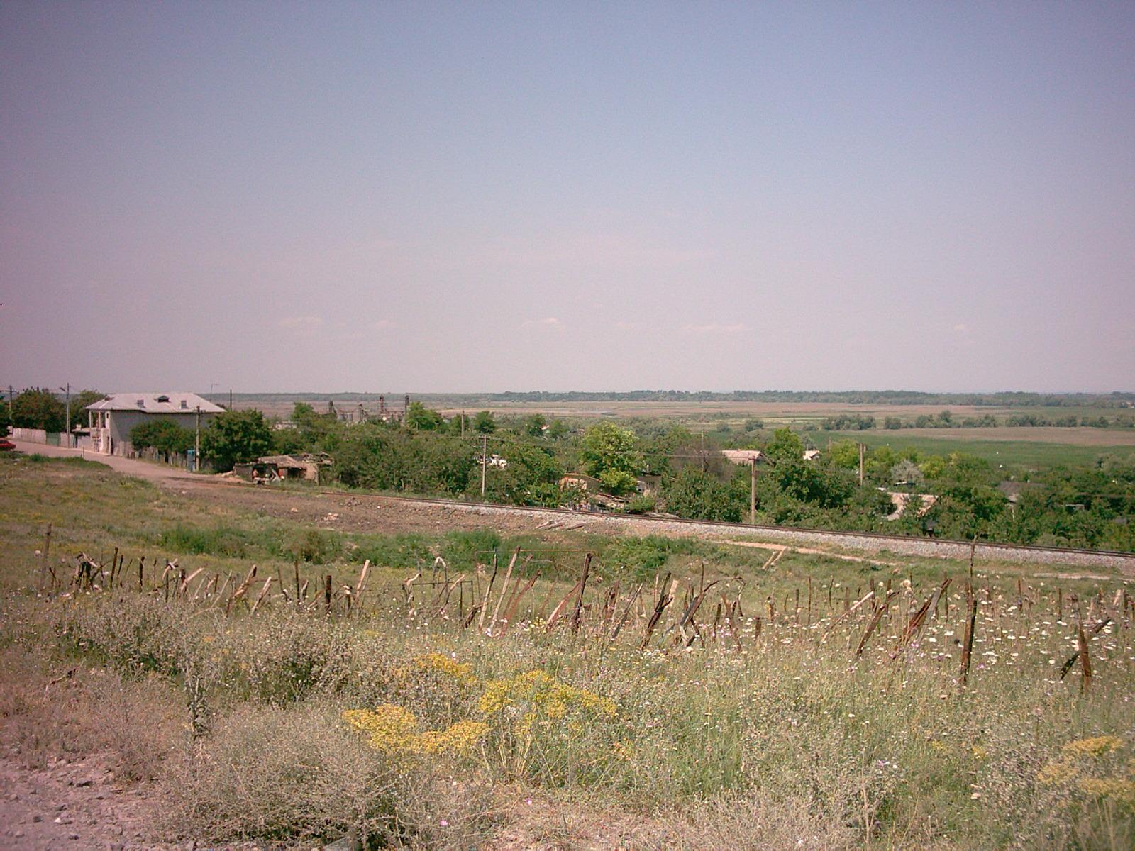Apa potabilă în cartierul Vărărie, adusă de primărie cu ajutorul unei asociaţii non-guvernamentale