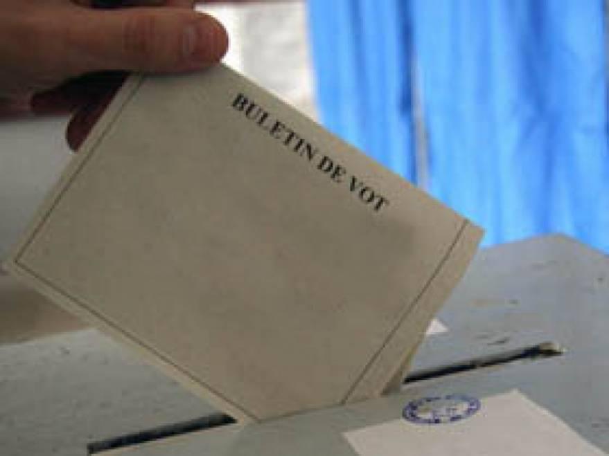 Buletinele de vot, sub pază la Prefectură
