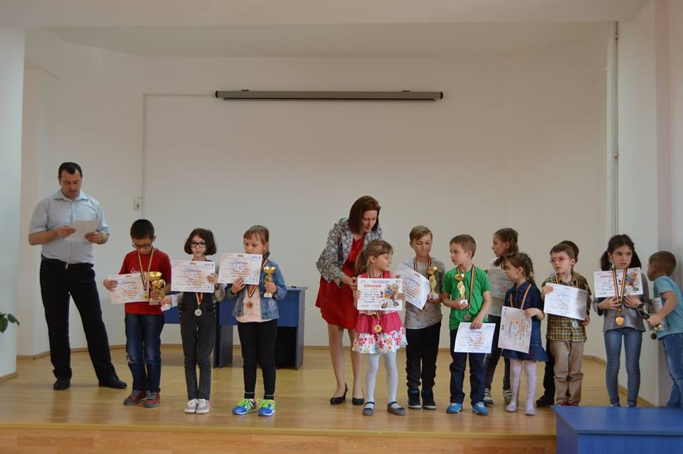Copiii şahişti de la A.C.S. Logic Delta se întâlnesc cu fostul campion mondial Anatoli Karpov