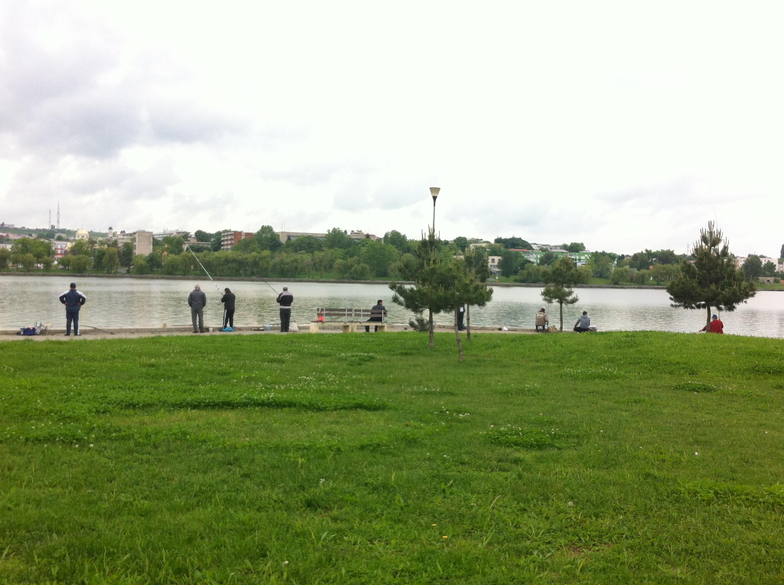 Pescuitul pe lacul Ciuperca permis până la finele lunii iunie