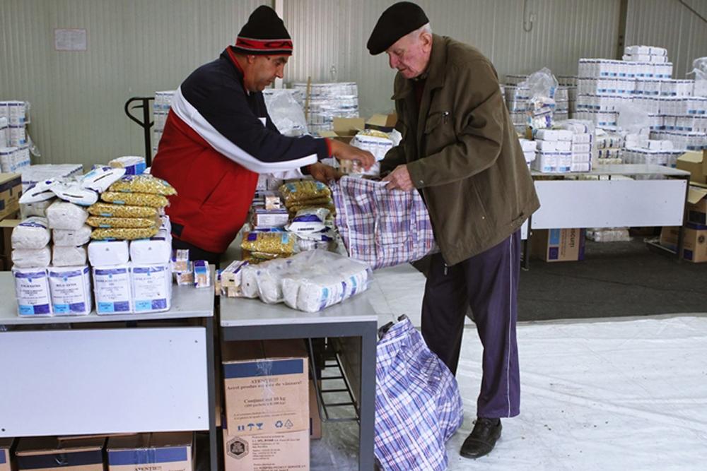 Veste bună pentru beneficiari: astăzi începe distribuirea alimentelor gratuite de la UE