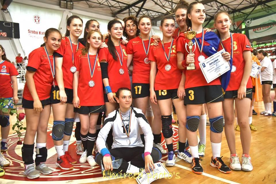 Medaliile de argint şi Cupa de vicecampioană naţională au ajuns la Tulcea