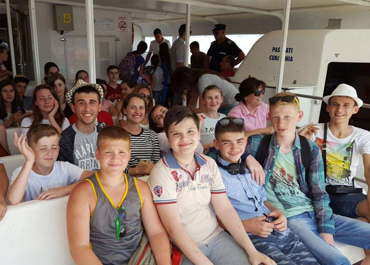 Primul grup de tineri din diaspora a ajuns la Tabăra Sulina