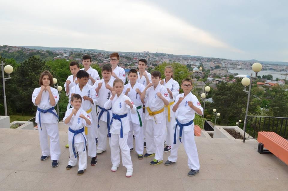 Un lot de 10 sportivi de la Nippon Budo Sport din  Tulcea va reprezenta România