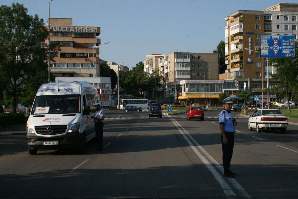 """Bilanţul Poliţiei: biletele de călătorie """"de mână"""", o practică printre unii transportatori de persoane"""