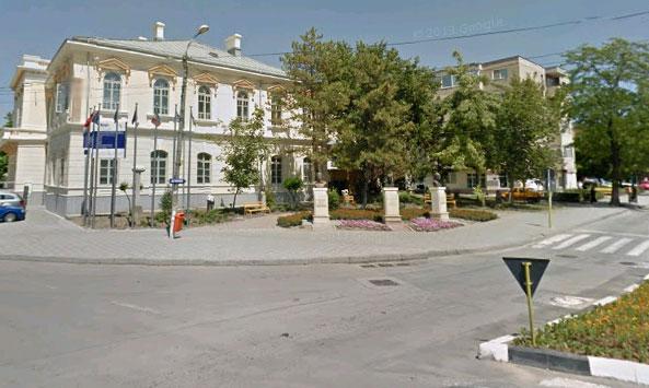 Bustul scriitorului grec Nikos Kazantzakis, dezvelit în Rotonda personalităţilor din municipiu