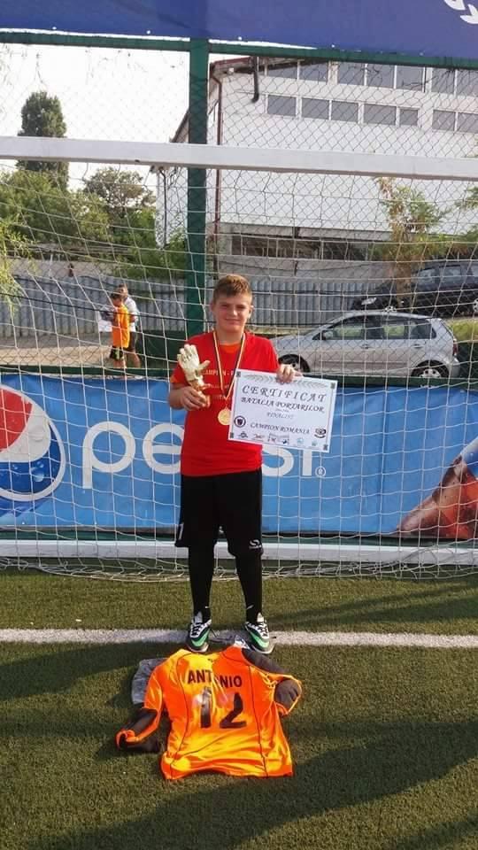 """Goalkeeper-ul tulcean Antonio Poenaru, locul I la turneul  """"Bătălia portarilor"""""""