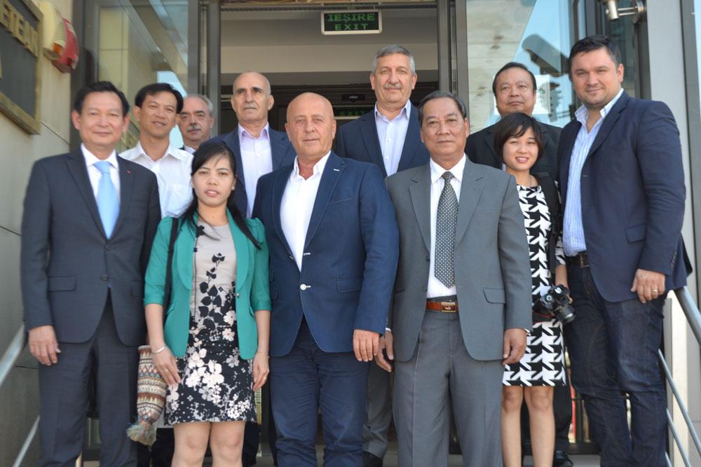 Întâlnire a autorităţilor tulcene cu ambasadorul Vietnamului la Bucureşti
