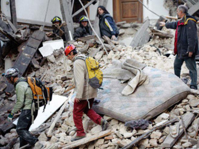 O femeie din Tulcea şi-ar fi pierdut viaţa în cutremurul devastator de miercuri noapte