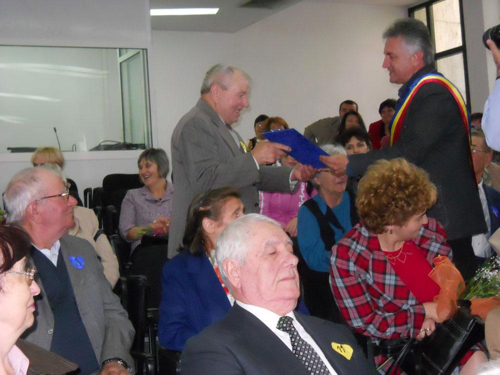 O săptămână de manifestări speciale şi facilităţi, în cinstea pensionarilor tulceni