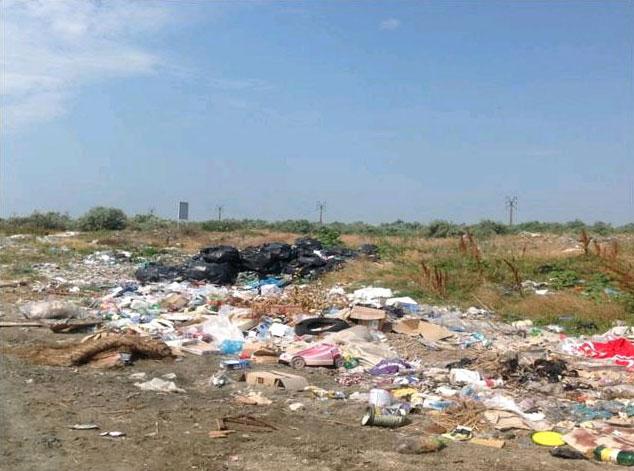 Gunoaiele ard serios la buzunar primăriile din deltă
