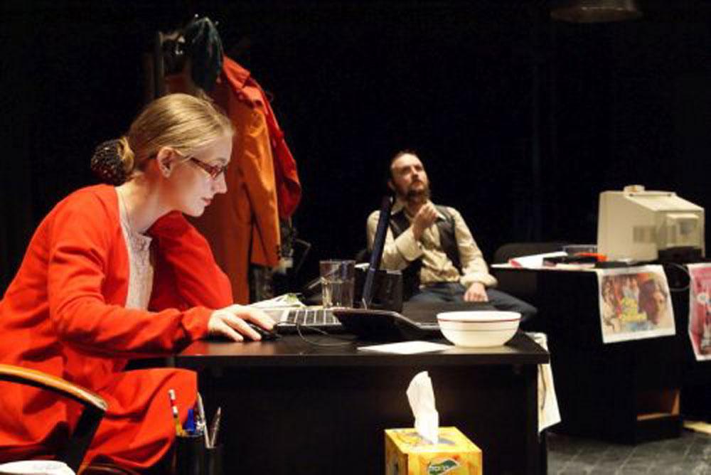 """Piesa """"O zi din viaţa la nişte oameni"""", jucată la Tulcea  în avanpremiera Festivalului Naţional de Comedie de la Galaţi"""