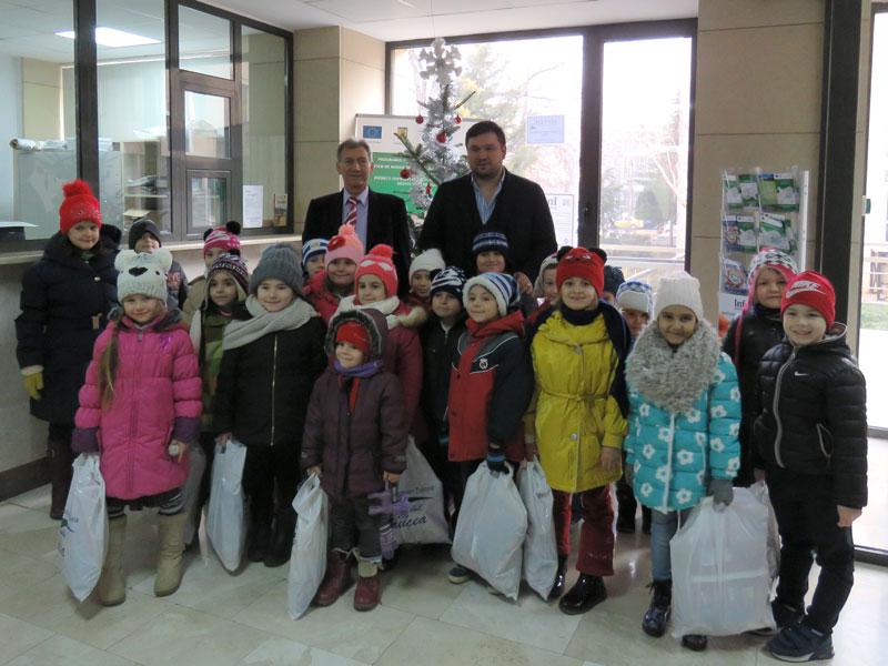 Conducerea Consiliului Judeţean, gazdă generoasă pentru colindătorii din şcolile tulcene