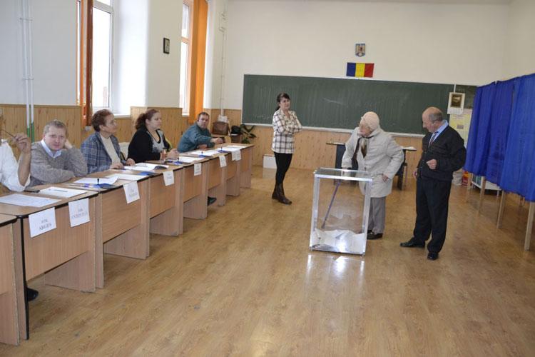 Ziua care i-a adunat pe politicienii tulceni la urne: s-a votat pentru  pace, prosperitate şi consolidarea ţării