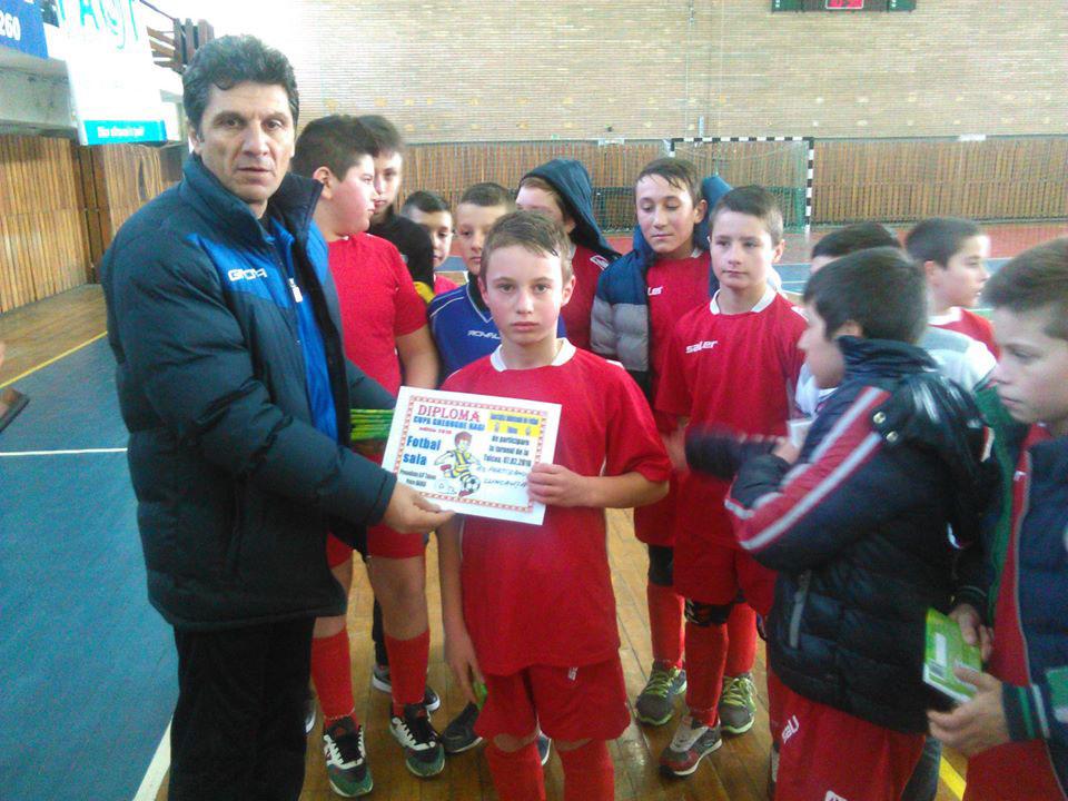 """Copiii, invitaţi să joace fotbal la Cupa """"Regelui"""" fotbalului românesc"""