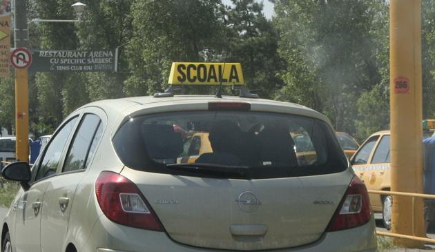 Elevii şcolilor de şoferi din Măcin vor susţine examenul auto la Tulcea, din aprilie