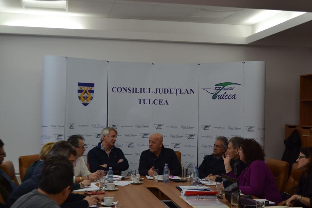 Încadrarea Deltei Dunării ca zonă periferică a Uniunii Europene, pe agenda autorităţilor şi a parlamentarilor tulceni