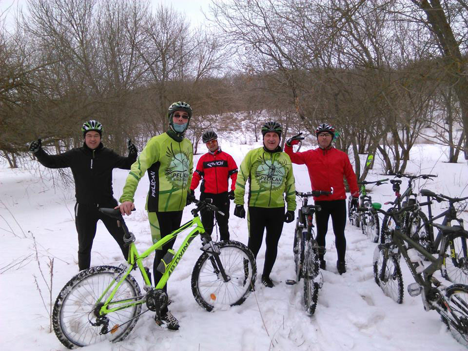 """""""Pelicanii"""" au ieşit la pedalat pe zăpadă"""