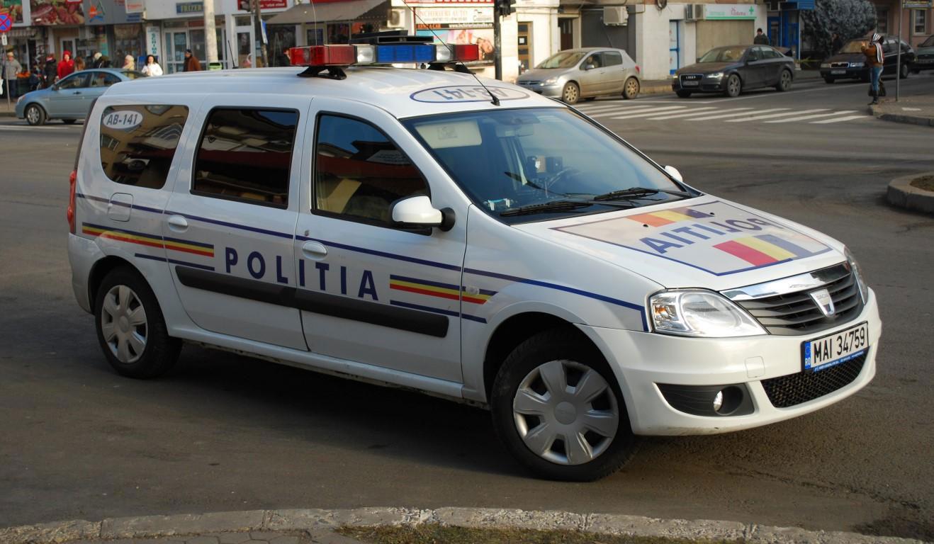 Autospecială a Poliţiei, implicată într-un accident cu trei răniţi